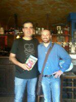 Io con il grande (in tutti i sensi!) Alberto Morselli. In mano tiene i miei libri!!!
