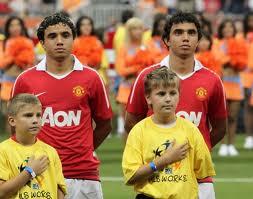 Provate a distinguerli in campo se ci riuscite! I gemelli brasiliani del Manchester Utd Rafael e Fabio Da Silva