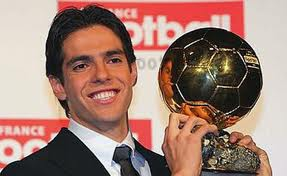 il campione KAKA' nel suo massimo splendore calcistico, trascinatore del Milan in Europa e fresco vincitore del Pallone d'Oro