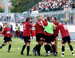 giocatori del LANCIANO in festa dopo un gol