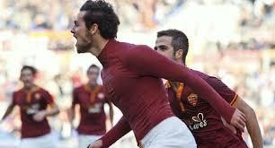 Tutta la gioia sprigionata da Destro, al rientro dopo un lungo infortunio e subito artefice del gol vittoria della Roma contro la Fiorentina