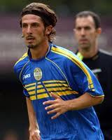 Il veronese doc Corrent con l'amata maglia dell'Hellas, di cui diverrà capitano